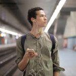 聴く読書、通勤、家事、ランニングしながら音声で本を読むアプリの効果【Amazon Audible】